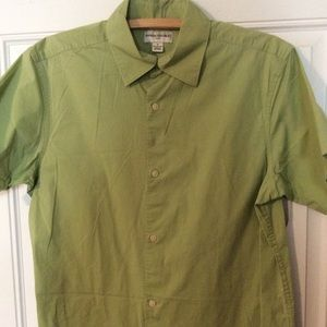 Banana Republic men's short-sleeve green shirt